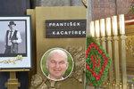 Pohřeb člena Tří sester: U rakve obří kosočtverec, Fanánek nepřišel!