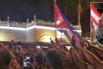 """""""Satane, užij si to s Fidelem."""" Kubánci v USA slaví, Putin chce Castrův památník"""
