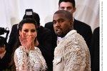 Kim Kardashian vyděsil vodopád: Pomóc, ta voda je mokrá!