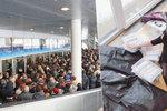 Dvacatery šaty a regiment andělů: Fanoušci Lucie Bílé se konečně dočkali náhradních koncertů