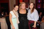Bára Basiková má s prvním manželem Petrem Basikou, za svobodna Jíchou, dcery Annu a  Marii. Dvojčata se narodila v roce 1992.