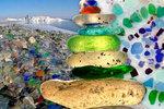 Ze skleněné pláže v Rusku přechází oči: Vznikla kvůli házení odpadu do moře