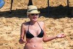 Jak vypadá Sharon Stone na prahu šedesátky v plavkách?