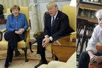 """""""Trump se choval k Merkelové skandálně,"""" kárá ho Špaček. Japonce nechtěl pustit"""