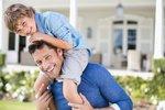 Otcové dostanou k novorozenci týden placené dovolené. Souhlasil i Zeman