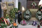 Pohřeb »Máničky« Heleny Štáchové (†72): Záplava věnců, davy lidí a velká jména
