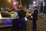 Pražští policisté »čistili« Václavák: Hledali drogy a řešili krvavé bitky