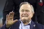 Exprezident George Bush skončil v nemocnici. Bojuje se zápalem plic