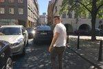 Řidič BMW vjel do protisměru, pak zmlátil svědka, co si ho natáčel: Neznáte útočníka?