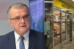Kalouska obtěžují zavřené supermarkety. Lidi to nedrásá, oponuje lidovec