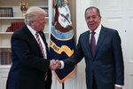 Trumpův nový skandál: Rusům vyzradil přísně tajnou informaci a ohrozil zdroj?