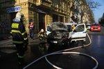Po Vinohradech se valil hustý dým: V Korunní ulici hořelo auto