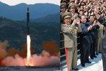 KLDR se chlubí odpálením rakety: Kim na ni dohlížel, Japonsko zuří