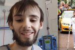 Když nesl pochodeň, upadl. Zemřel chlapec, který byl tváří olympiády! Zabila ho vzácná nemoc