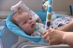 Malý Mário měl nádor krku. Kojenci zachránili život v Praze, ale nemá vyhráno