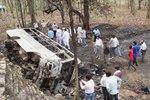 Autobus plný cestujících sjel z dálnice do rokle: Nejméně 28 mrtvých