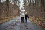 Babička vzala vnuka do pěstounské péče. Za kiks úředníků musí platit 150 tisíc