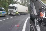 Motorkář (†18) neměl šanci: Najel do protisměru a vletěl kamionu přímo pod kola