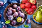 Přichází sezóna jablek, hrušek a švestek: Na co pomáhají a kdo by je měl zařadit do svého jídelníčku?