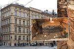 Unikátní nález v budově v Křižovnické ulici: Našla se brána a hradby ze 13. století