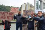 Naštvaní nájemníci bytů OKD v ulicích: Demonstranty vedl miliardář!