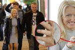 Kajínkova Magda nosí na ruce tajemný prstýnek.