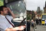 Cizinec vjel s autobusem na Karlův most! Nerespektoval zákazy, dostal pokutu