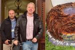 Nejdřív dort ve tvaru čapího hnízda, pak debata o Babišově kauze: Chovanec vyrazil na Hrad