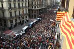 300 tisíc Španělů vyšlo bouřit do ulic: Zuří kvůli násilnostem při katalánském referendu