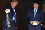 Trump ztratil trpělivost při krmení okrasných kaprů. S premiérem Japonska řešil i KLDR