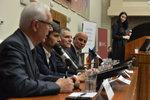 Koníčky prezidentských kandidátů: Drahoš zpívá, Horáček čte, Topolánek sportuje