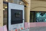 """Zvláštní protipožární opatření na Národní třídě: Kaňkův palác lemuje růžová """"stěna"""""""