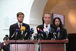 """Piráti chtějí """"pískat"""" boj o referendum: Lidé by mohli sesadit i prezidenta"""