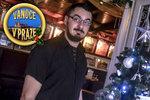 Číšník Vlasta (36) slouží o svátcích už 16 let. Rodina za ním na Štědrý den přijde do práce