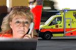"""""""Když při hovoru zemře volající, nedá se to zapomenout."""" Dispečerka Hanka (53) je u záchranky už 30 let"""