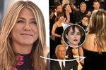 Nevraživost na Zlatých glóbech: Jolie ignorovala Aniston, Dakota Johnson zírala