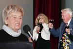 """Recept na dlouhověkost? Jóga a poezie, říká Helena (95). Je nejstarší studentkou """"univerzity třetího věku"""""""