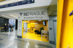 Unikátní projekt na letišti v Praze: Ve stánku tam cizincům vydávají klíče od bytů ke krátkodobým pronájmům
