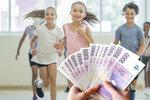Češi mají problém zaplatit dětem i výlet či učebnice. Jsme zaostalí, varuje expert