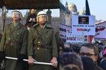"""""""Nejsme tupé stádo."""" Na Václavák nastoupila Veřejná bezpečnost, začaly protesty proti Babišovi"""