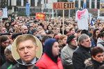 """""""Fico do basy!"""" udeřili Slováci po vraždě Kuciaka. Premiér chce udržet koalici"""