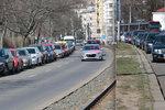Stání na »modré« i v Praze 4: Parkovací zóny vyženou přespolní z další městské části už v červenci
