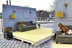 Před Rudolfinem vyrostl pokojíček se zdí: Instalace má sloužit veřejnosti, říká americký fotograf Bettman