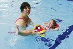 Děti v Praze 12 se půl roku učily, jak být ve vodě v bezpečí. Po prázdninách pokračují