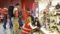 Dobrovolníci pomáhají na Hlavním nádraží