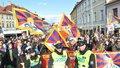 Dohra tibetských vlajek na FAMU. Policisté po čínské návštěvě přišli o peníze