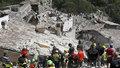 Italští záchranáři pokračují v intenzivním pátrání po lidech uvízlých v troskách