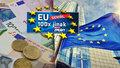 """Štědré příspěvky i důchody 100 tisíc: Úředníci z Bruselu jsou """"za vodou"""""""