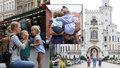 Konečně v Česku! Americká rodina rozprodala majetek a cestuje kolem světa