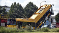 Trolejbus v Otrokovicích najel na sloup a zůstal viset ve vzduchu: 5 vážně zraněných